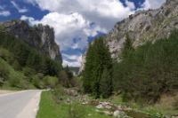 Wandeling door rotsachtige vallei en bezoek aan bijzondere grot